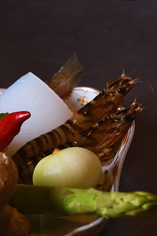魚介類は国産のものだけを選び、天ぷらに最適なものをご用意しております。