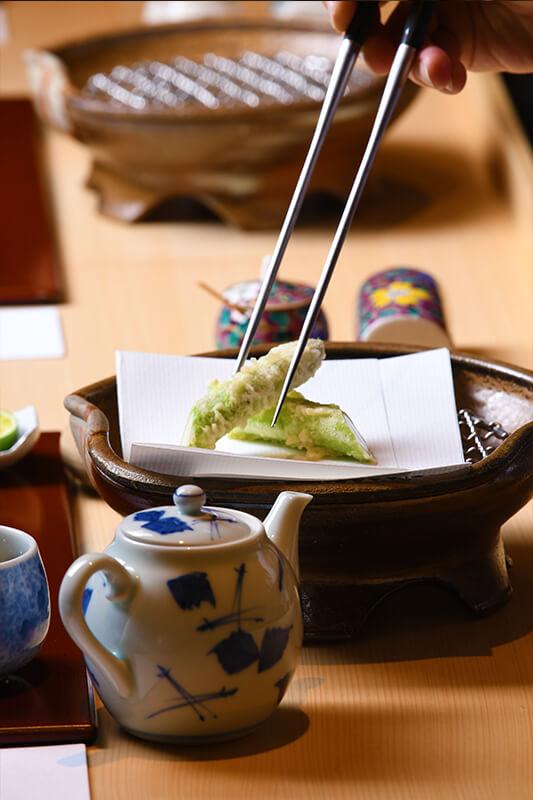 我们使用的是经过严选的各种季节性蔬菜。除了从日本国内采购,我们还从世界各国采购最顶级的各种新鲜时令蔬菜。