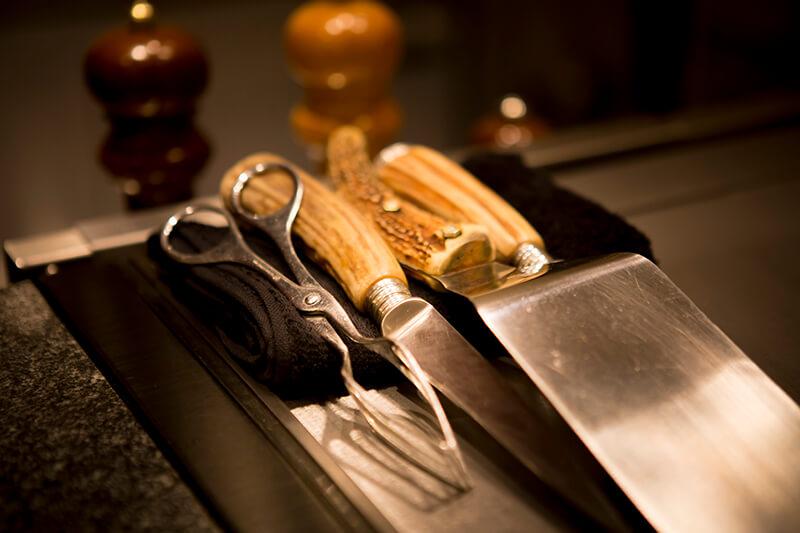 肉は神戸ビーフをはじめ、最上級の和牛のみ使用しております。